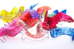 Herausnehmbare Geräte in verschiedenen Farben