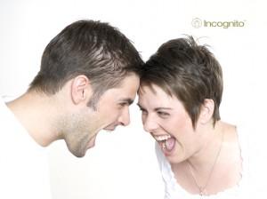 Zwei junge Erwachsene mit Incognito Zahnspange