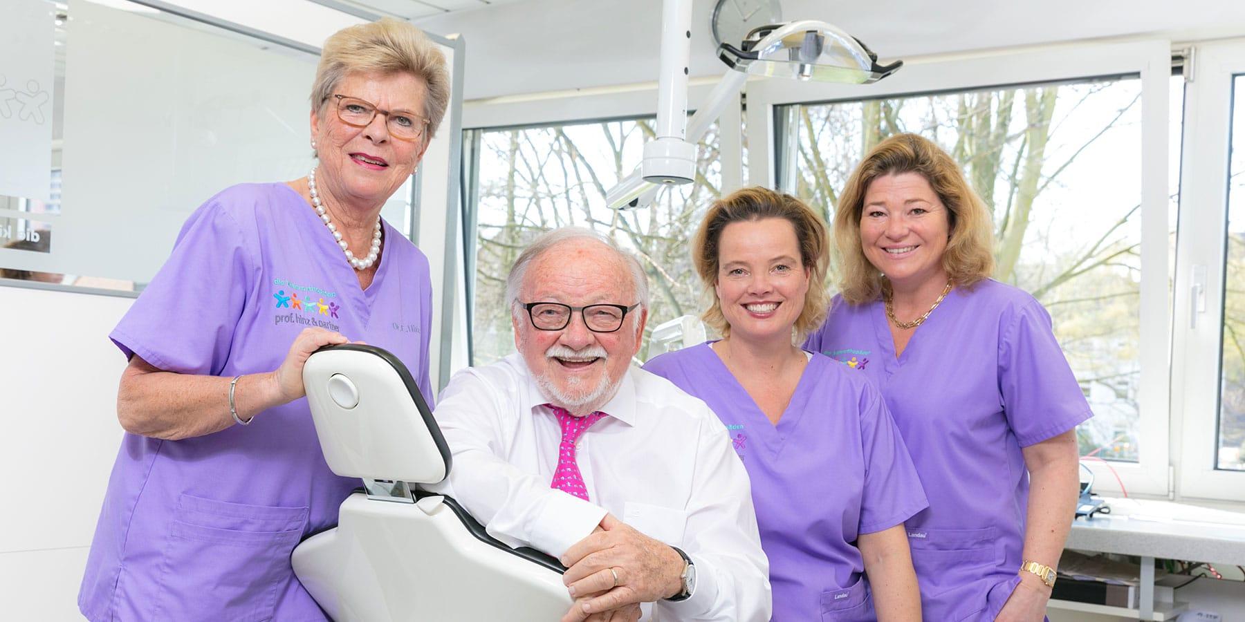Ärzte der Praxis Prof. Hinz & Partner im Behandlungszimmer
